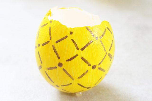 gambar pola berlian pada cangkang telur dengan titik di tengahnya sampai selesai
