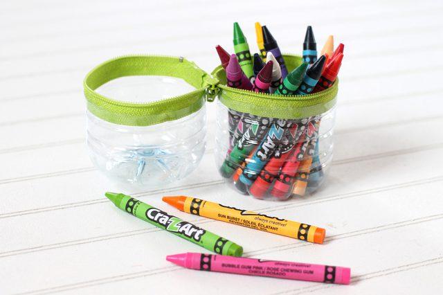 Susun barang-barang Anda dalam tempat pensil