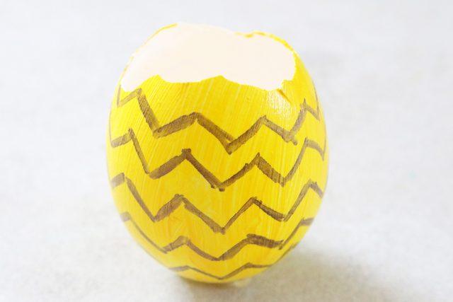 gambar pola zig-zag sampai seluruh cangkang telur tertutup