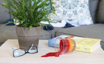 Tumpahan Lilin di Permukaan Meja