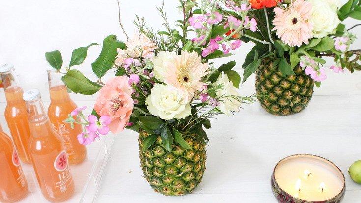 Vas bunga dari nanas