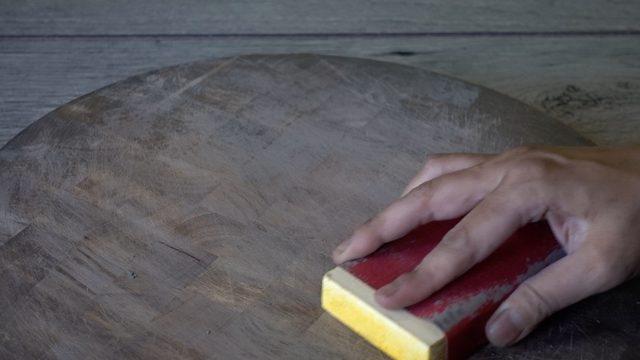Ampelas papan potong kayu untuk nakas