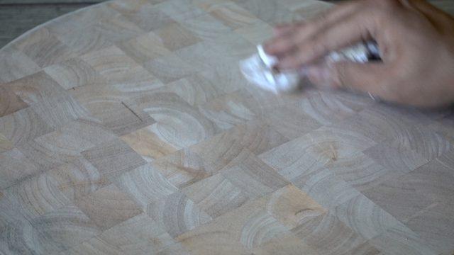 Bersihkan papan dari debu