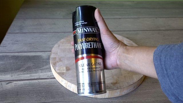 Lapisi permukaan papan kayu nakas