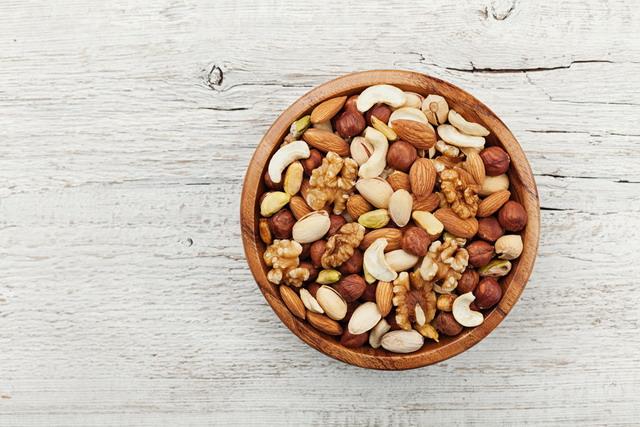 Kacang-kacangan dan biji-bijian mengandung lemak, vitamin, dan protein sehat