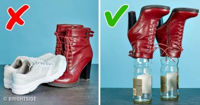 Menjaga Bentuk Sepatu Bot dengan Baik di Atas Botol