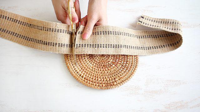 potong anyaman rami sesuai dengan ukuran di atas