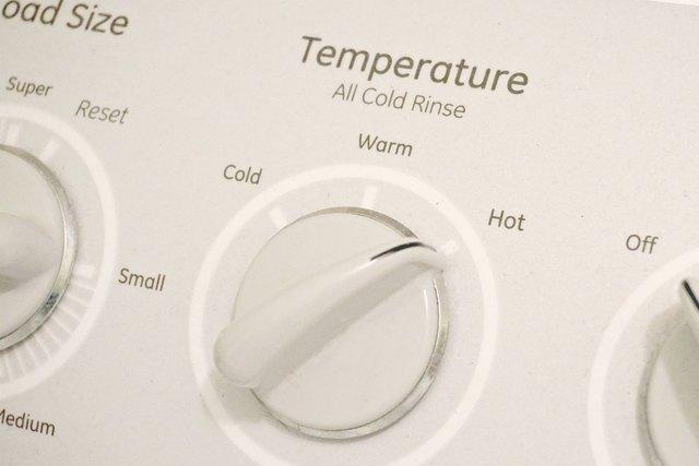 set mesin cuci ke pengaturan air panas