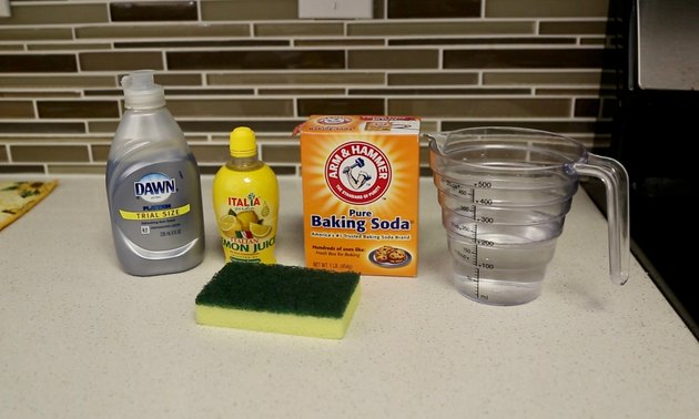 alat dan bahan untuk cara membersihkan noda kopi pada cangkir