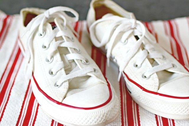 cara membersihkan sepatu kanvas