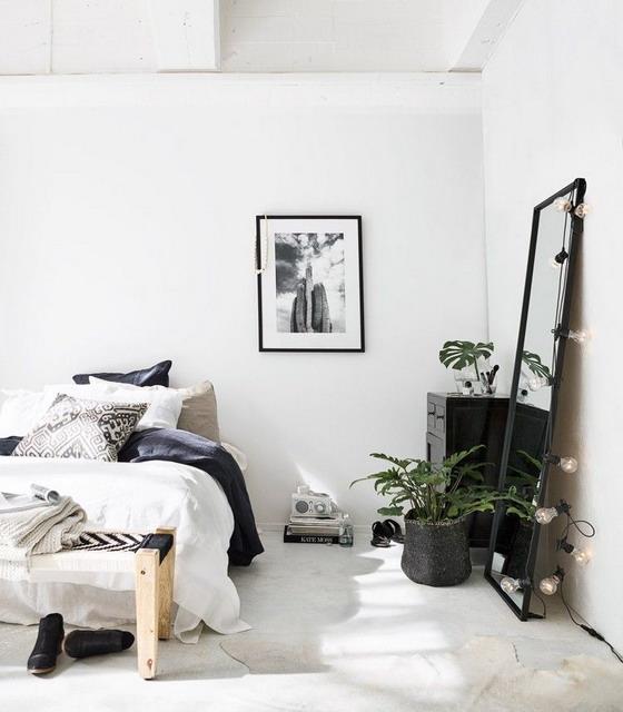 mendesain interior kamar tidur dengan cermin