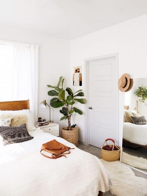 perpaduan desain kamar tidur minimalis dan tanaman hijau