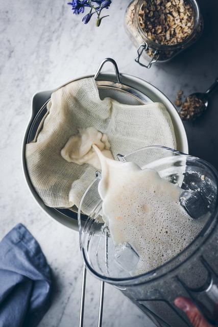 saring oat milk