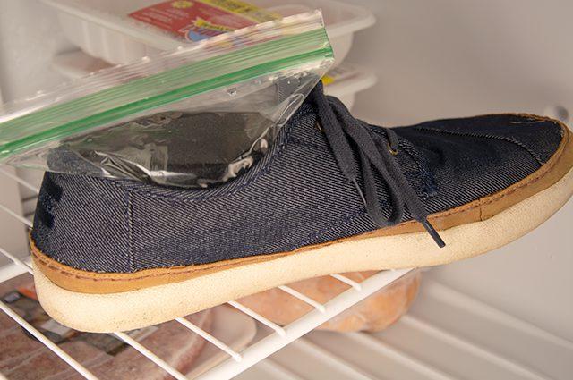 kegunaan freezer untuk melonggarkan sepatu yang terlalu sempit