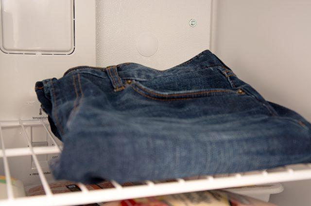 kegunaan freezer untuk mencuci jeans tanpa sabun dan air