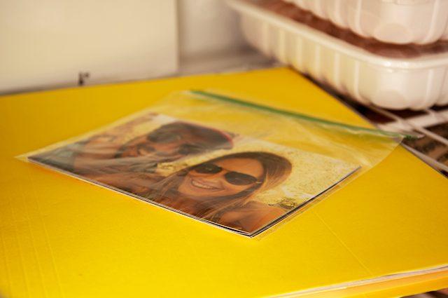 mengembalikan dan memisahkan foto yang menempel atau rusak terendam air