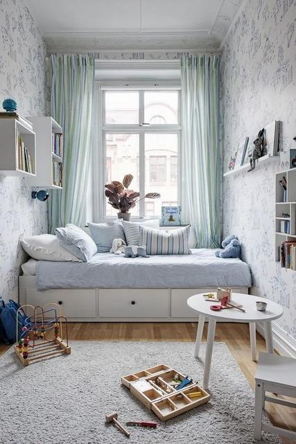 pilih jenis tirai yang sesuai tema desain kamar tidur