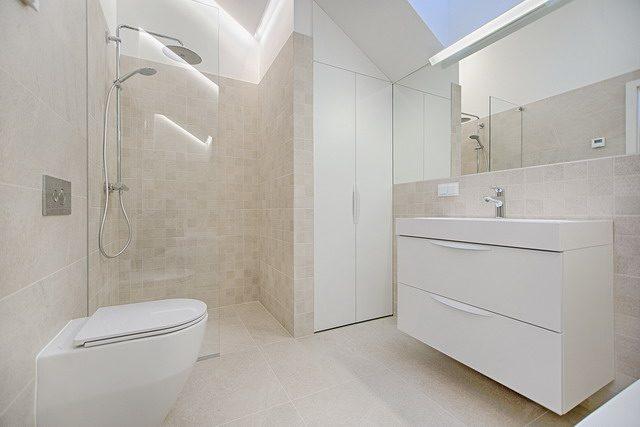 trik untuk mengatasi lantai kamar mandi licin