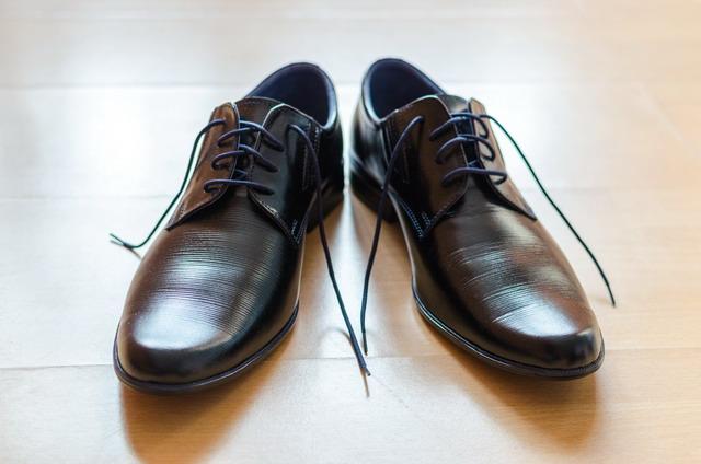 bisa membuat sepatu kulit menjadi mengkilap seperti baru